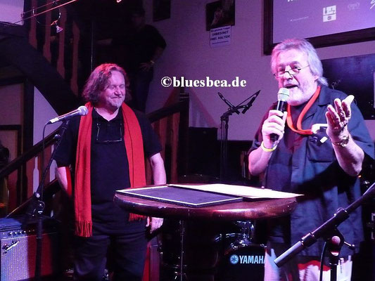 """li """"Blues-Papst"""" Uwe Mamminga, der seit über 25 Jahren Blues-Veranstaltungen in Hamburg durchführt."""