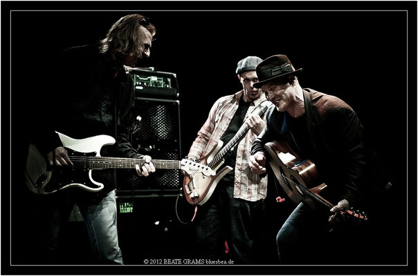 "8 Adam Coolish (Poland), Matt Murphy & Frank Morey (USA) - Grand final: ""Hosted-Session"" - 23. Bluesfestival Eutin 2012 - Sonntag, 20. Mai"