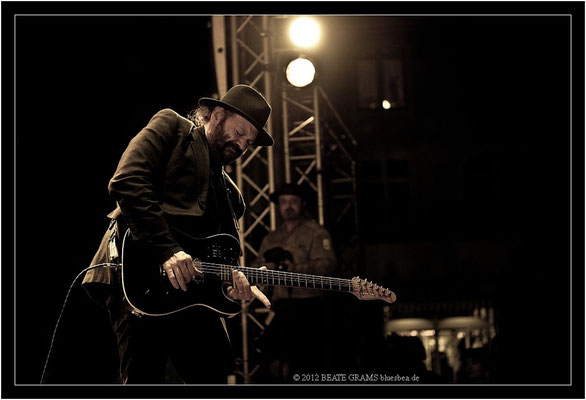 "21 Colin Linden (Canada) - Grand final: ""Hosted-Session"" - 23. Bluesfestival Eutin 2012 - Sonntag, 20. Mai"