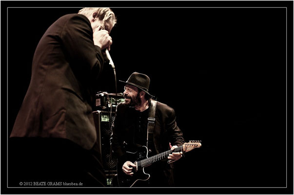 "20 Marc Breitfelder (Germany) & Colin Linden (Canada) - Grand final: ""Hosted-Session"" - 23. Bluesfestival Eutin 2012 - Sonntag, 20. Mai"