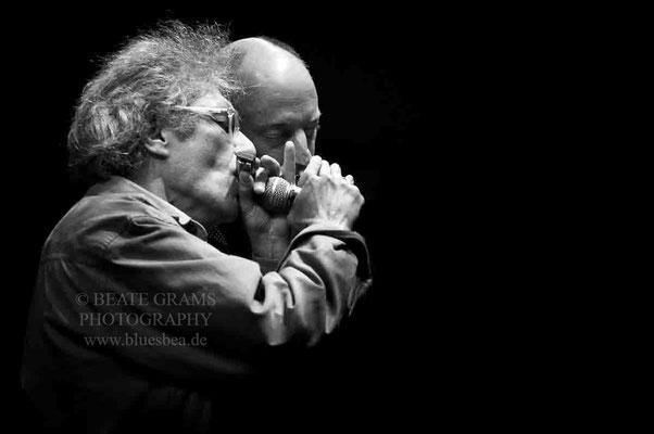 vlnr Chris Turner (bluesharp) Ex-Weltmeister &  Henry Heggen - 5. Kieler Woche Blues Nacht, Rathausbühne Kiel, 20.06.2016