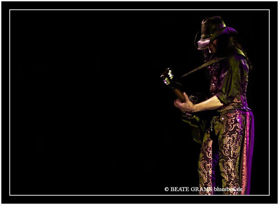 ERIC SARDINAS & BIG MOTOR - 28. Oktober 2011 – Downtown Bluesclub Hamburg