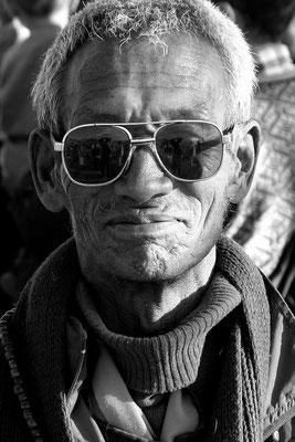 Pilgerer mit verklärtem Blick, nach Ankunft des Dalai Lama in Leh, Ladakh (Kaschmir)