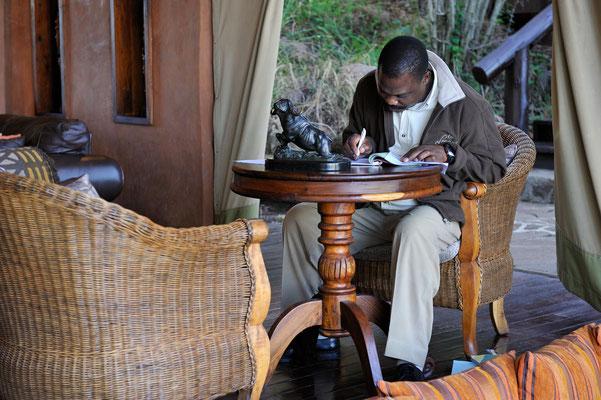 Buchhalter beim Migration Camp in der Serengeti (Tansania)