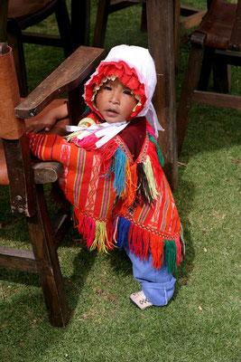 Trachtenkind Nähe Madras, Peru