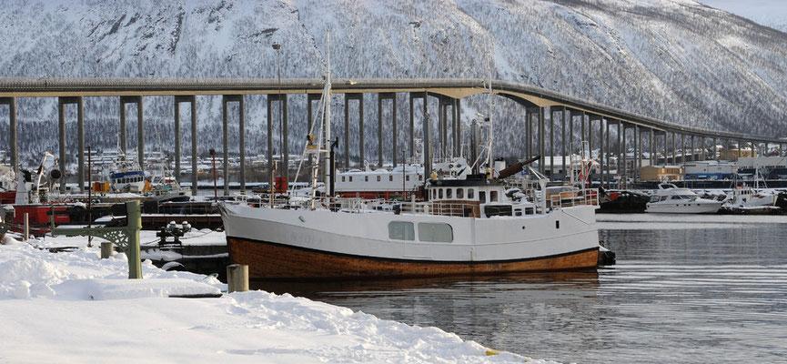 Brücke von der Stadtinsel Tromsö zur Kvaloja-Halbinsel