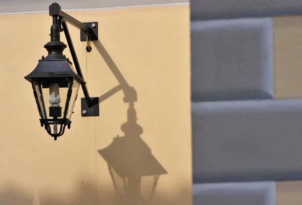 Laterne: Licht- oder Schattenspender?