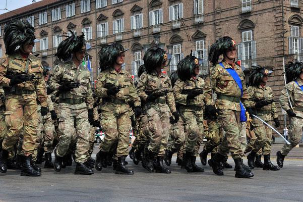 2. Mai 2011: 150 Jahre Vereinigung Italiens; Aufmarsch zur Parade in Turin