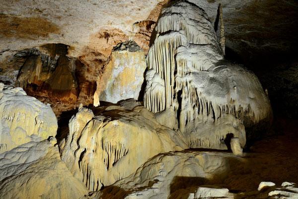 Grotte des moidons; 5. Juli 2015; bei Montrond, franz. Jura