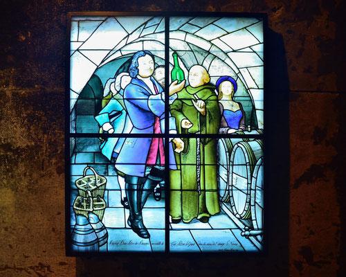 Glasmalerei des Ateliers Marq-Simon (1999) zur Erinnerug an den Besuch des Zar Peter des Grossen 1717; im Cave Taittinger