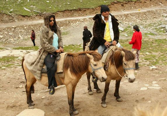 Leh-Manali Transhimalaya: Gute Hochzeitssitte: Gemeinsamer Ritt auf dem Rohtang La
