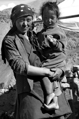 Bauersfrau in Rumtse am Tanglang-La, Ladakh (Kaschmir)