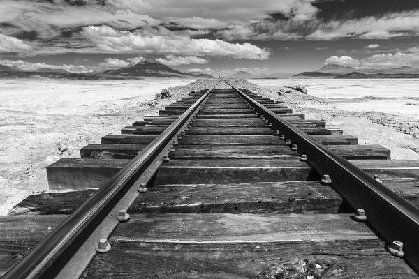 Güterbahnlinie nach Chile...; vor dem Grenzbahnhof Estacion Avaroa
