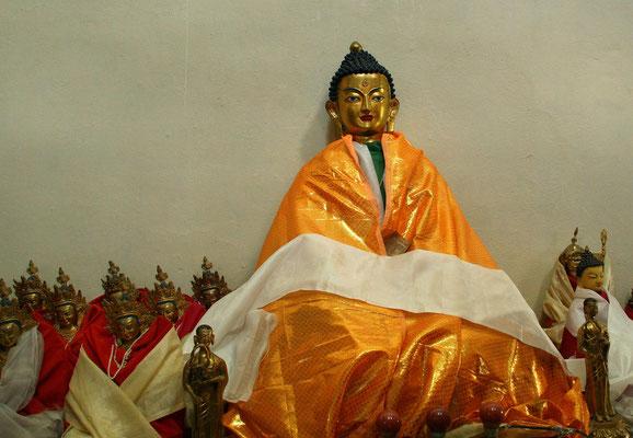Leh-Manali Transhimalaya: Tempel das von Dalai Lama gestifteten Kinderheims in Jespa; möglicher Ort des Entschwindens des 14. Dalai Lama ins Nirwana