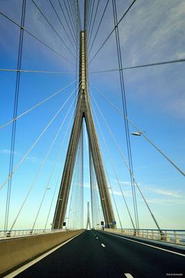 Pont de Normandie (1995) verbindet Honfleur und Le Havre über Seine-Mündung