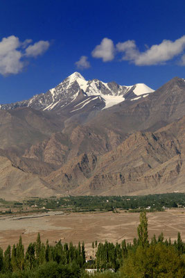 Indus-Tal vor Himalaya Gebirgen