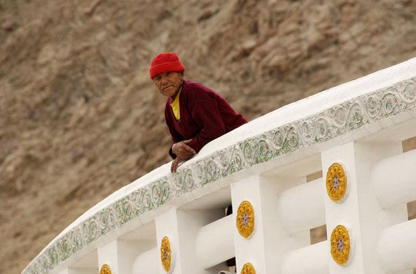 Mönch, Shanti Stupa