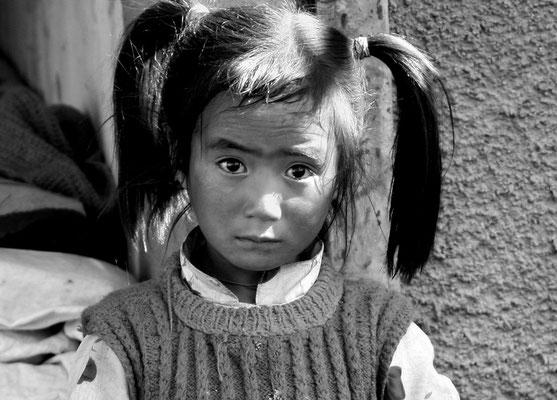 Schulmädchen in Rumtse 4500 m ü M, Ladakh (Kaschmir)