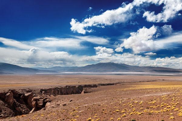 'Riss in der Landschaft' zwischen den Geysiren und der Laguna Colorada