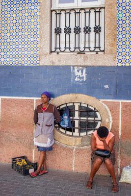 Vor der Markthalle in Praia
