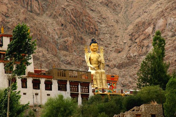 Grösster, sitzender outdoor Buddha in Likir