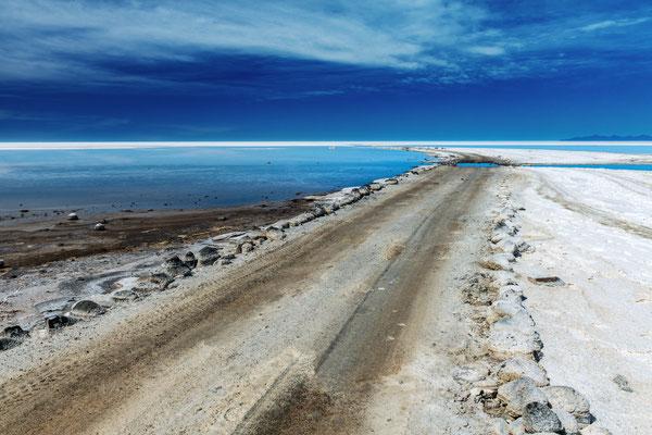 Einfahrt in den Salar Richtung kleine Salar-Insel Incahuasi