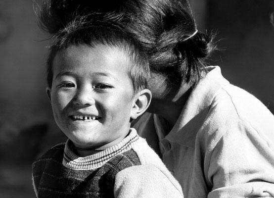 Sprössling einer Bauernfamilie in Rumtse (4500 m ü M) an der Strasse zum Tanglang-Lah, mit 5300 m ü M zweithöchster befahrbarar Pass der Welt