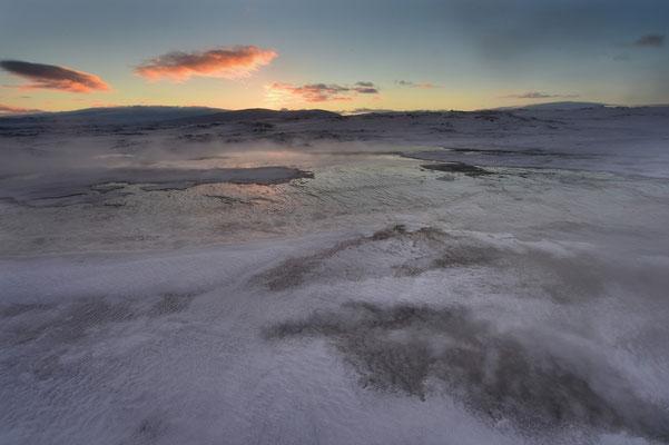 Morgendämmerng über dem Geothermalgebiet Hveravellir