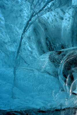 Eisgrotte bei Jökulsarlon; Pforte zum Niflheimr (eisige Unterwelt der nordischen Sage)
