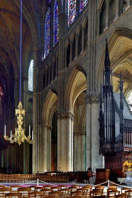Kathedrale Notre-Dame von Reims; Blick von Haupt- zum Seitenschiff