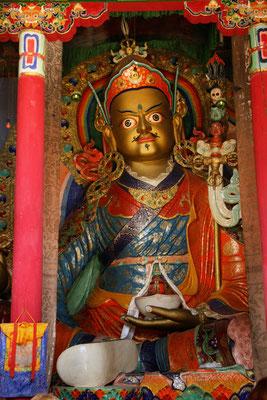 Sitzender Buddha in einem Tempel des Klosters Hemis