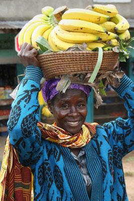 Einkauf am Markt von Kisoro, Uganda
