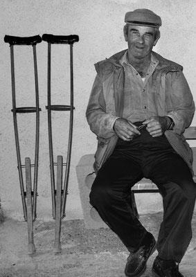 Invalider Rentner, Oia, Santorini (Griechenland)