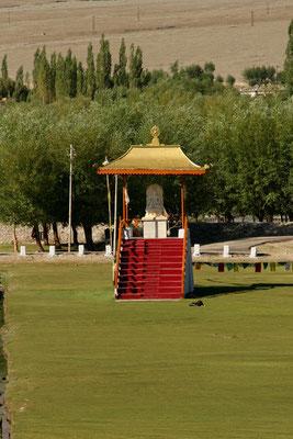 Rednerpodest für den Dalai Lama