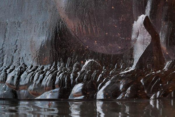 21.9.2017: Dem trüben Wetter zum Trotz: Auf Zodiaks zum Kongsgletscher: 21.9.2017: Unglaubliche Eiskunstwerke schwimmen an uns vorbei; die (fast) schwarzen haben am wenigsten eingelagerten Sauerstoff