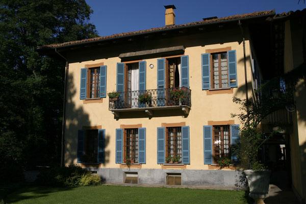Villa Beccaris, Monforte d'Alba