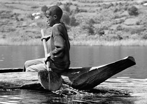 Einbaum-Taxi auf dem Lake Mutanda (Uganda)