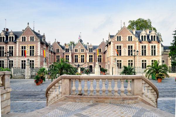 Orléans (F);Hôtel Groslot d'Orléans; erbaut 1530; heutige Form seit 1854; abwechselnd Hotel, Stadthaus; heute Stätte für Zivilhochzeiten