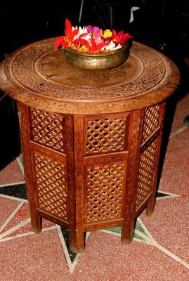 Wertvolle Holzschnitz-Möbel in der Villa des ehemaligen Premierministers