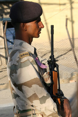 Ordnungshüter bei der Parade, Soldat der JKP (Jammu Kaschmir Police), Leh, Ladak