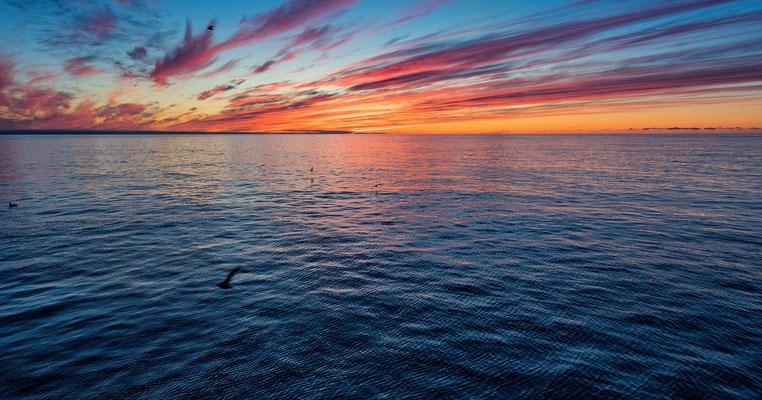 20. September 2017: Letzmals malerischer Sonnenuntergang; in der Nacht Verschiebung Richtung Süd; Ziel: Kongsfjord