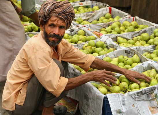 Gemüsehändler in Kullu im Kangra Tal, Bundesland Himachal-Pradesch