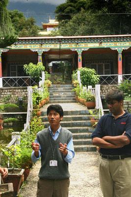 Treppenartig angelegte Mandalahochschule in Dharamsala, dem Exil des Dalai Lama