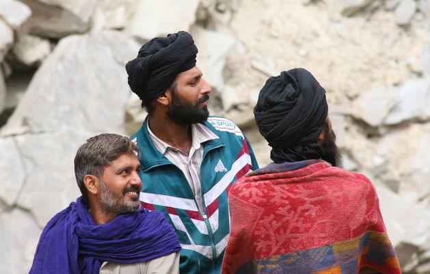 Leh-Manali Transhimalaya: Pannenberatung zw. Sarchu und Baralacha La