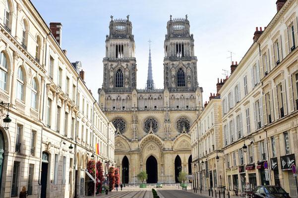 Cathédrale Sainte-Croix d'Orléans; gotischer Stil aus der Renaissance ('Nachgotik'); Grundsteinlegung 1601