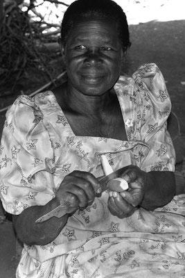 Oma rüstet Manjok, Jinja (Uganda)