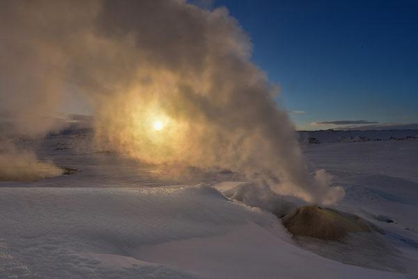 Sonnenaufgang über dem Geothermalgebiet Hveravellir