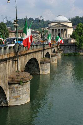 Ponte Vittorio Emanuele I über den Po mit Blick auf die Gran Madre di Dio, Turin