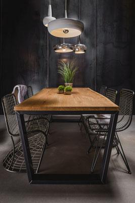 Holztisch für die Küche