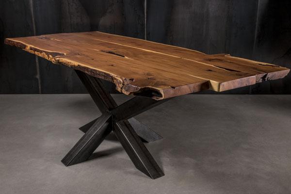 Möbelloft, Moebelloft, Stern, Tisch auf Maß, Tisch selber konfigurieren, Tisch selber gestalten, Designtisch, Designertisch, Tischgestell auf Maß, Tischgestell auf Wunsch, Tischgestell selber designen, Stahlgestell, Holzgestell, Glasgestell, Düsseldorf